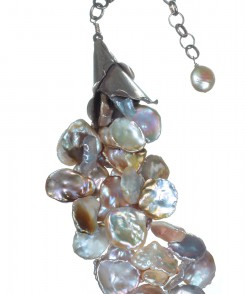 Natural Petal Pearl Necklace with Decorative Clasp
