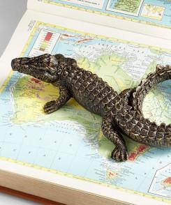 25186_Magnifying_Glass_Alligator_Sculpture_2
